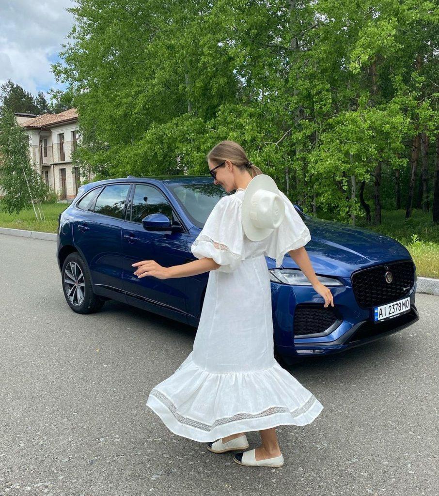 беременная Катя Осадчая показала летний look в белом платье