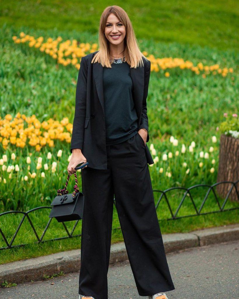 стильный выход Леси Никитюк в образе total black