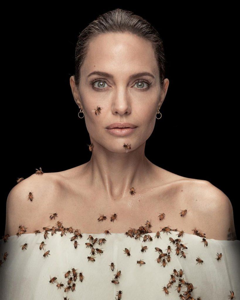 Анджелину Джоли покрыли специальным феромоном, чтобы сфотографировать на ней несколько десятков пчёл