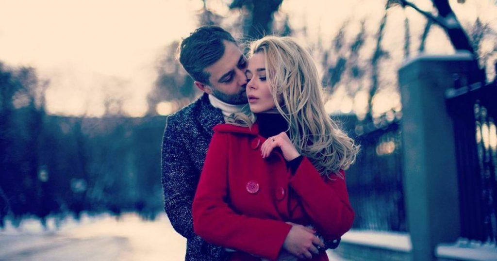 Роман Полянский показал страстный поцелуй с Алиной Гросу