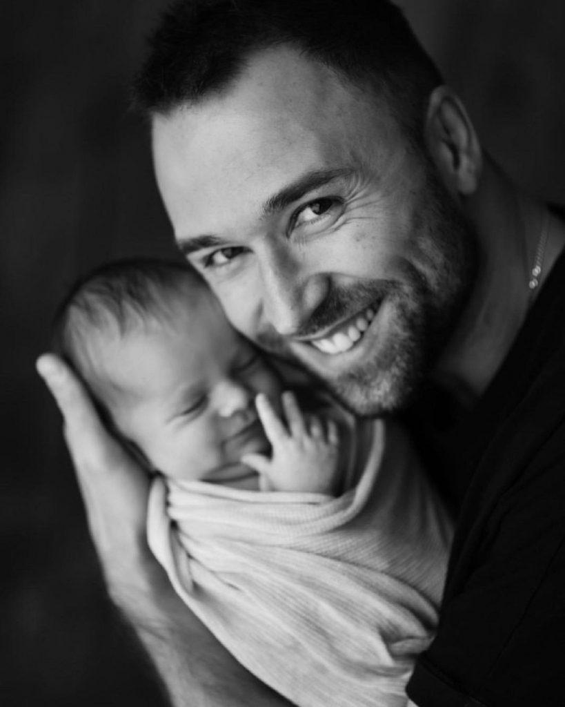Даша Хлыстун и Макс Михайлюк впервые показали лицо своей дочки