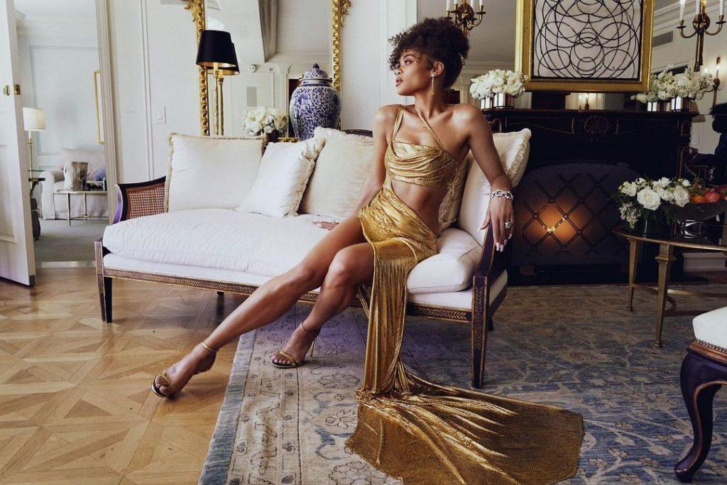 В сети появились фото предполагаемой избранницы Брэда Питта, она красотка