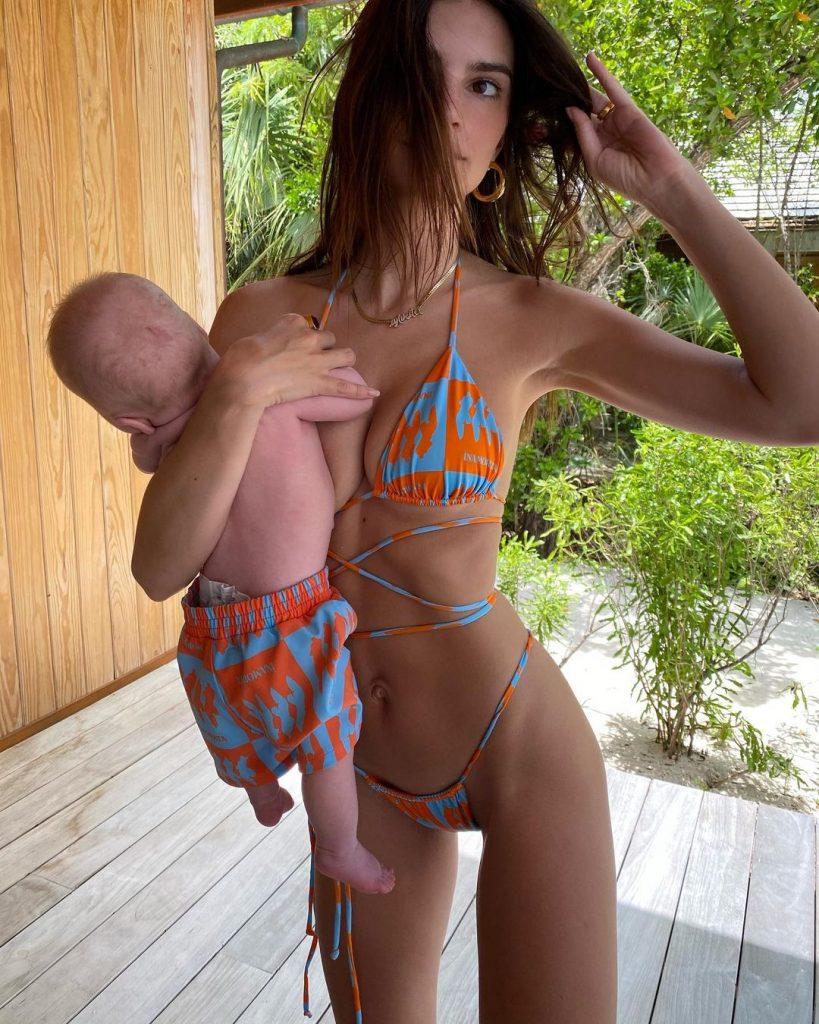 Эмили Ратаковски показала фото с сыном, а ее поклонники взорвались гневными комментариями