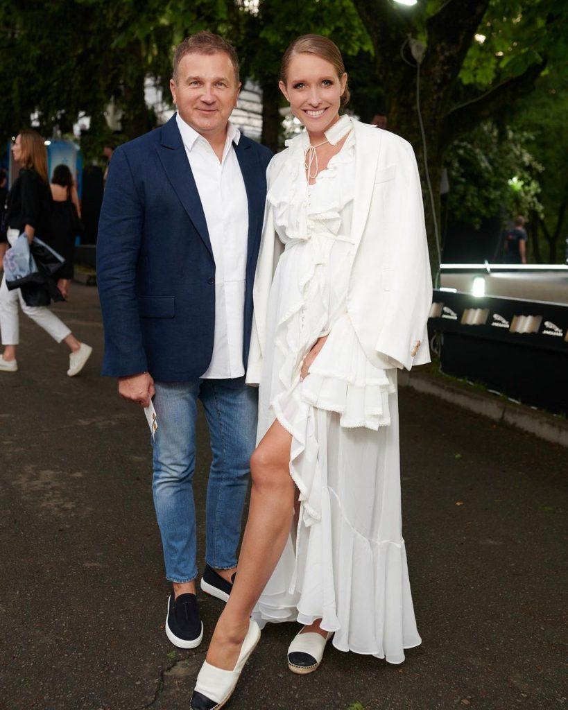 Беременную Катю Осадчую раскритиковали за выбор платья