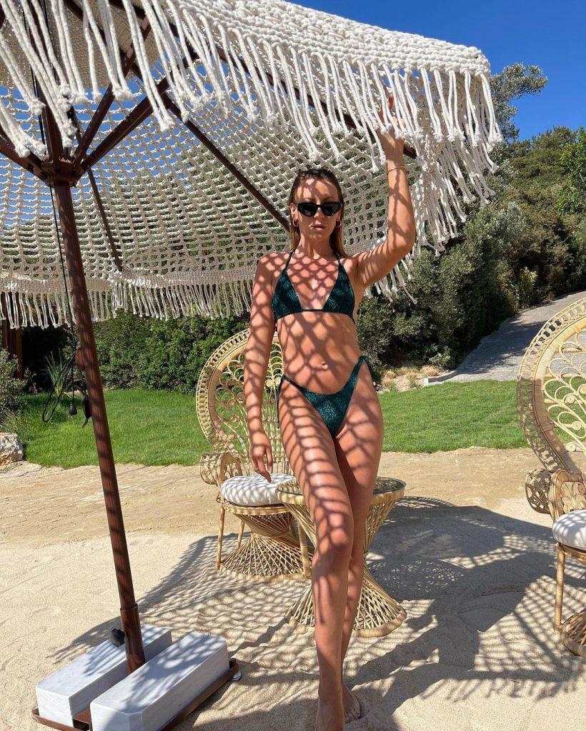 Подписчики не могут перестать обсуждать фото Леси Никитюк в бикини
