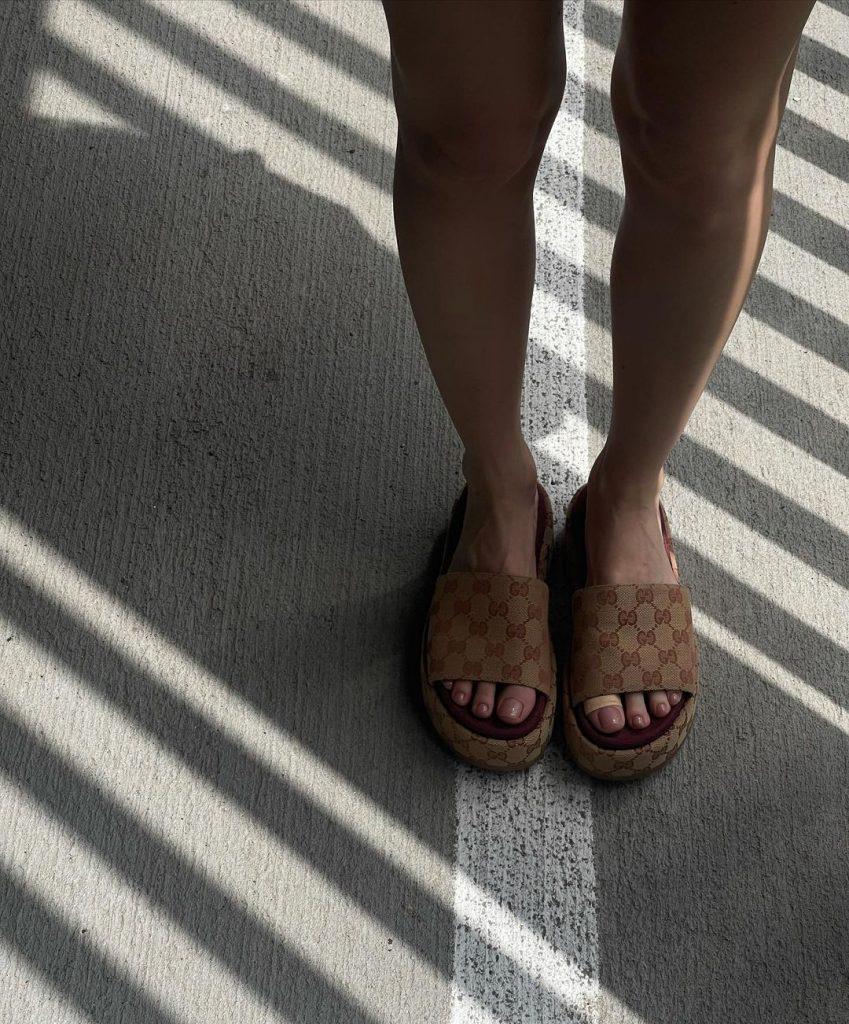 Надя Дорофеева показала очень стильный образ для лета