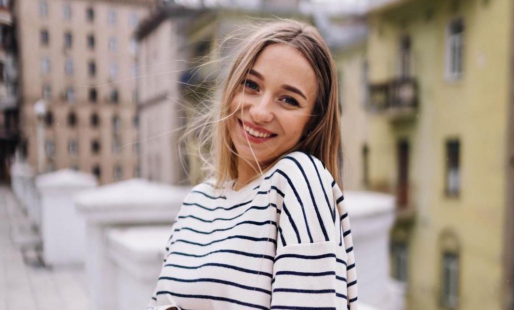Катя Репяхова показала себя брюнеткой