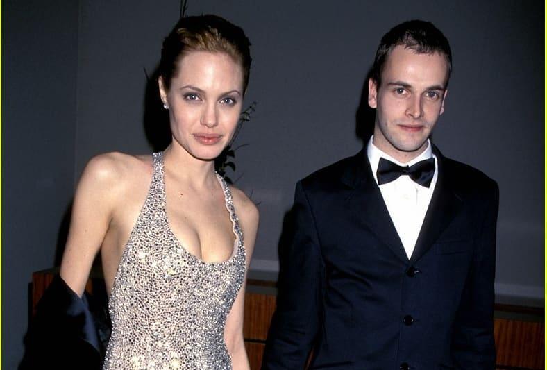 Анджелина Джоли возобновила отношениях с бывшим мужем, и это не Питт