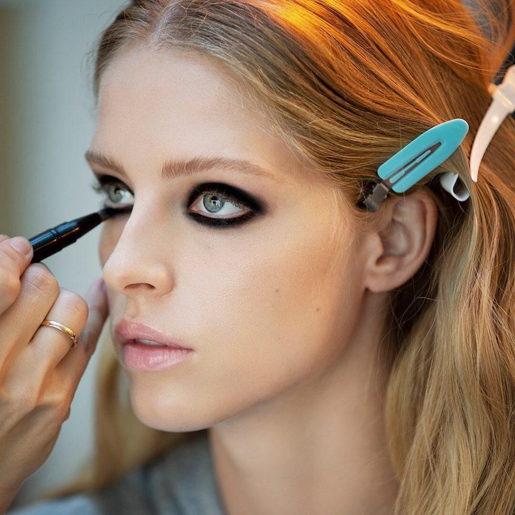Визажисты поделились секретами стойкого макияжа в жару