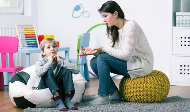 Почему ребёнок перестает слушаться родителей?