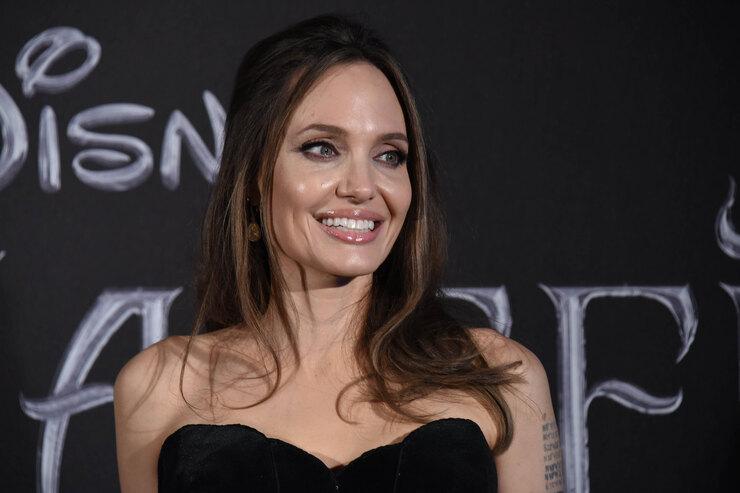 Джоли снова подала на Питта в суд