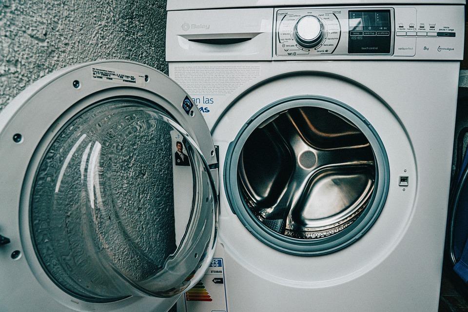 Эта глупая ошибка перед стиркой приводит к поломке стиральной машины