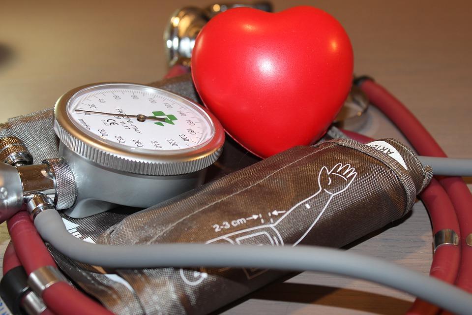 медики назвали семь основных симптомов гипертонического криза