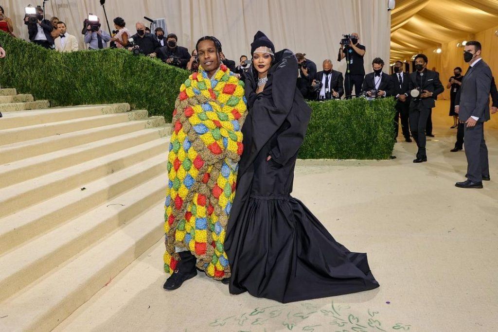 Рианна и A$AP Rocky впервые вместе появились на публике, они посетили Met Gala