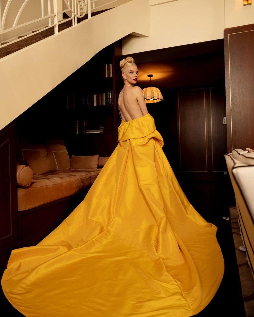 Идеальную красную попаду показала звезда «Хода королевы» Аня Тейлор-Джой