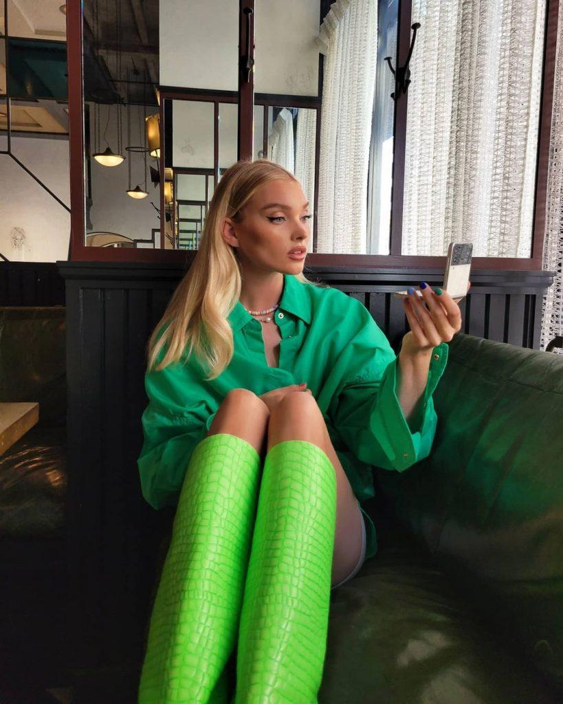 Эльза Хоск похвасталась идеальными ногами в стильном образе