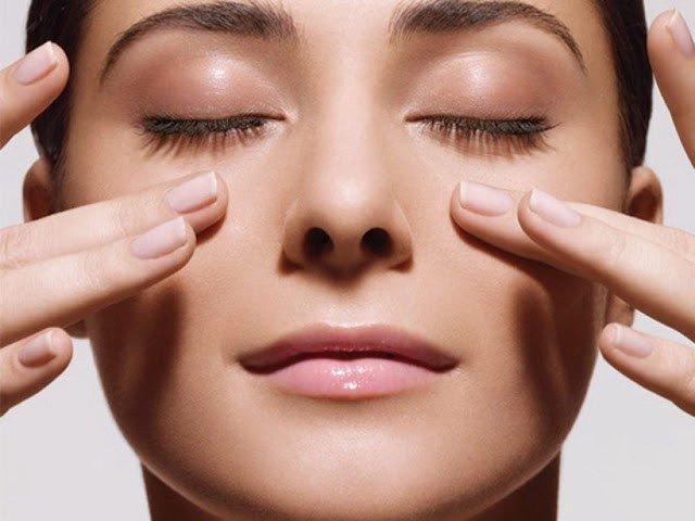 как убрать морщинки вокруг глаз с помощью массажа
